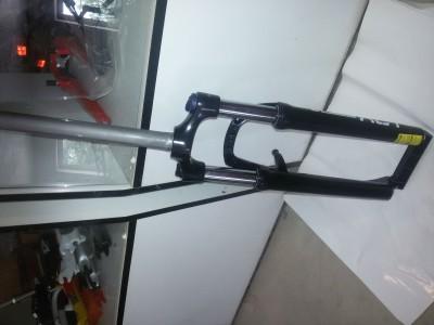 Велосипедная вилка SR Suntour XCT 26